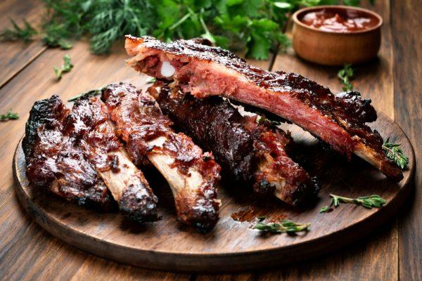 Viande cuite au barbecue